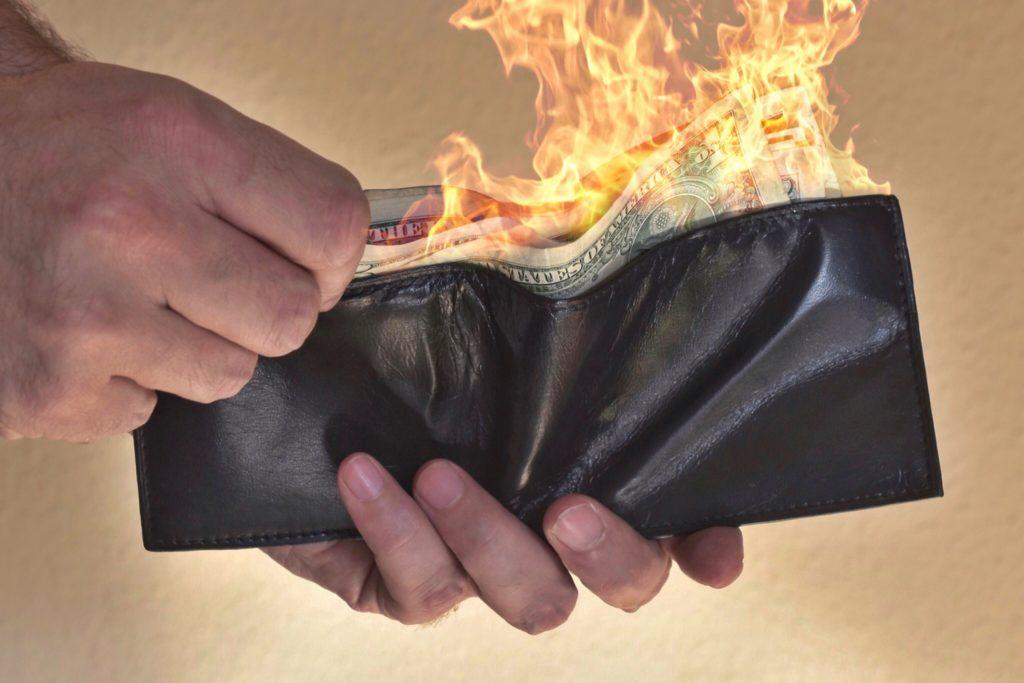 wallet-on-fire-DC9YRP2
